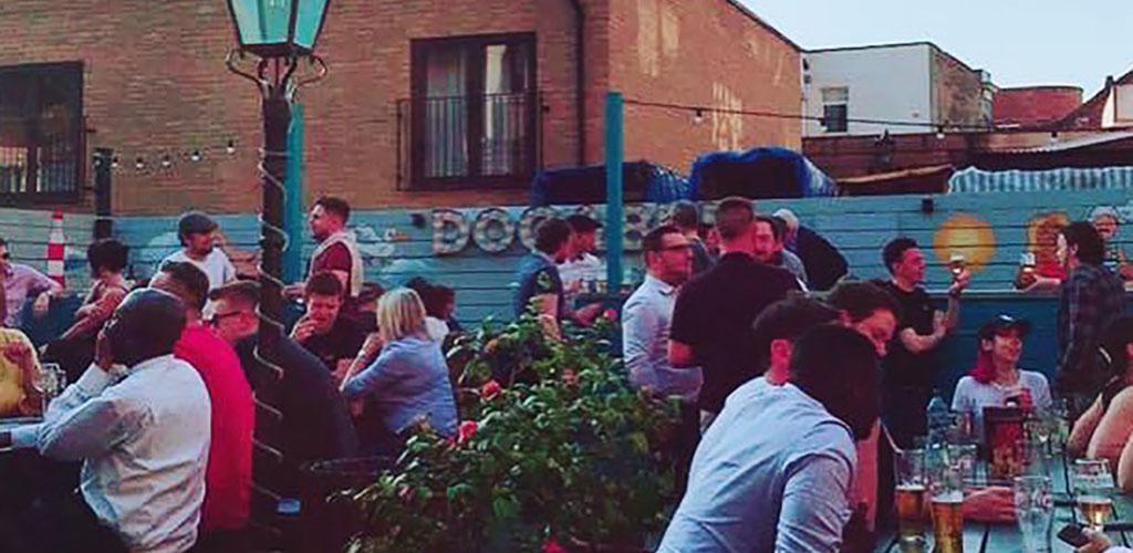 Croydon single women at The Dog & Bull enjoying some beers