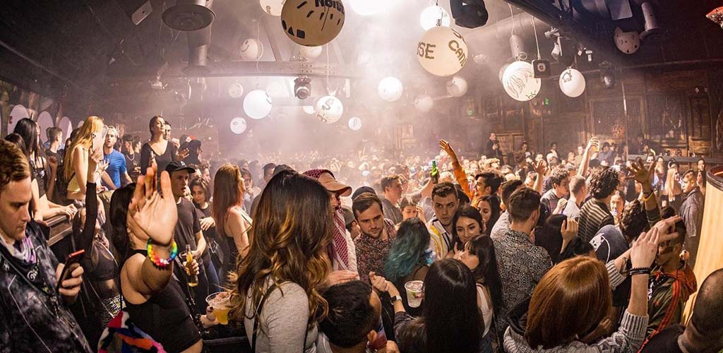 Los Angeles single women love to go out dancing at Sound Nightclub