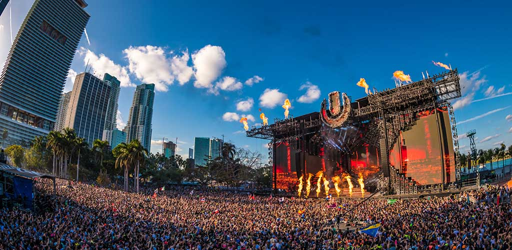 Watching a band at Ultra Music Festival