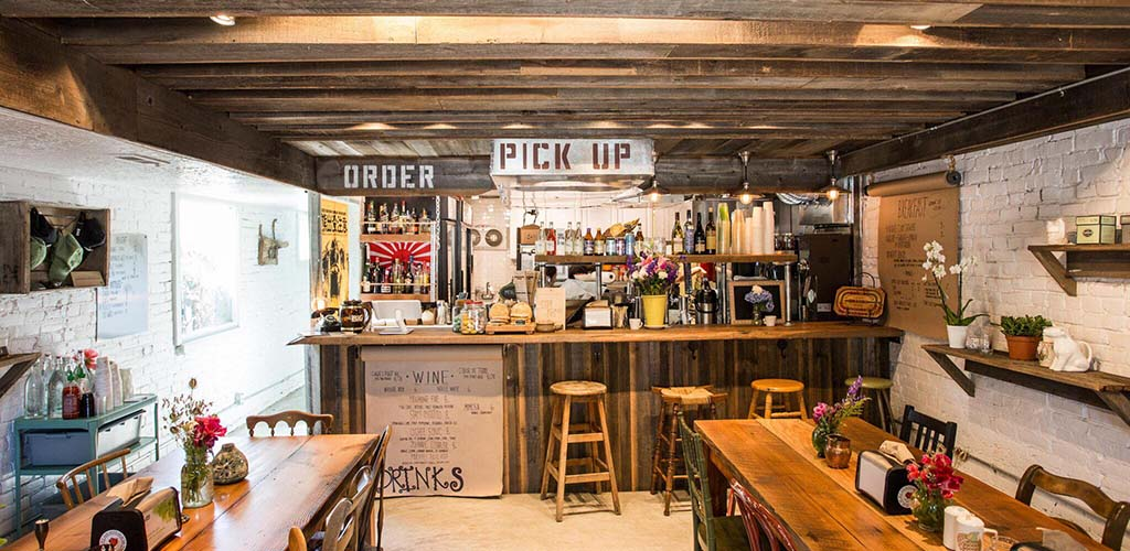 The rustic bar of Phat Cart Cafe