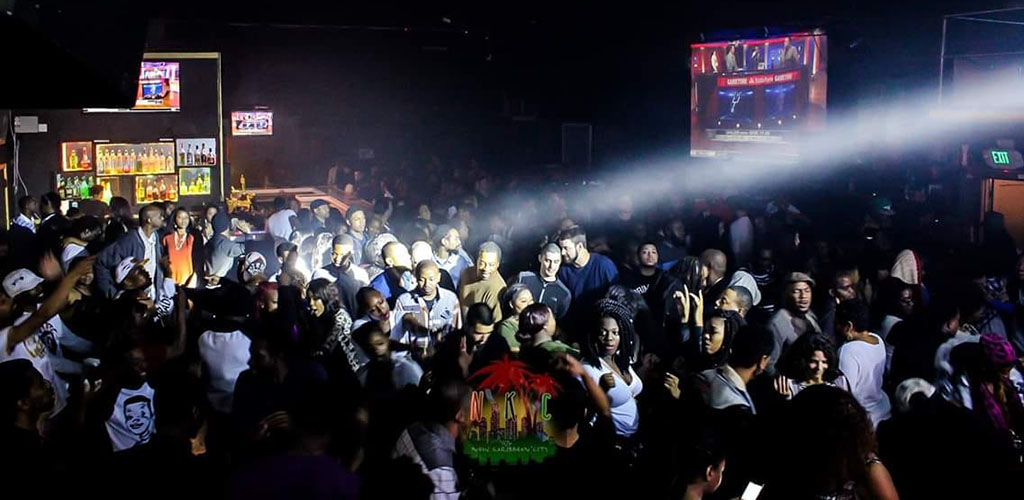 A huge crowd of people dancing at New Karibbean City