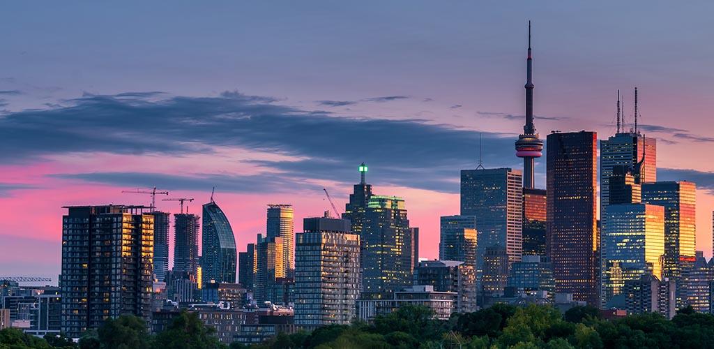 Toronto city skyline at dusk