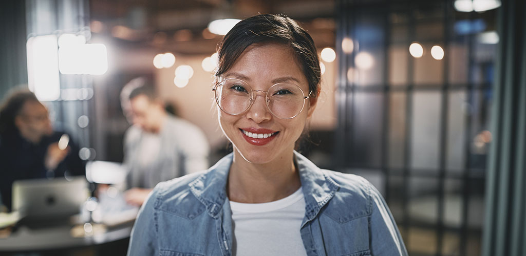 Pretty girl in glasses hanging out in a coffee shop