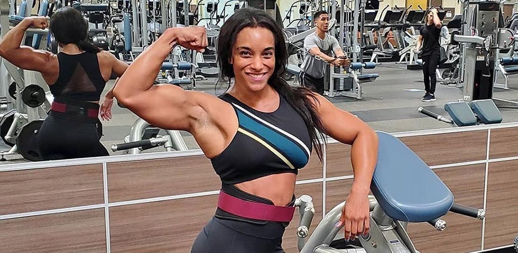 A very fit girl at 24 Hour Fitness