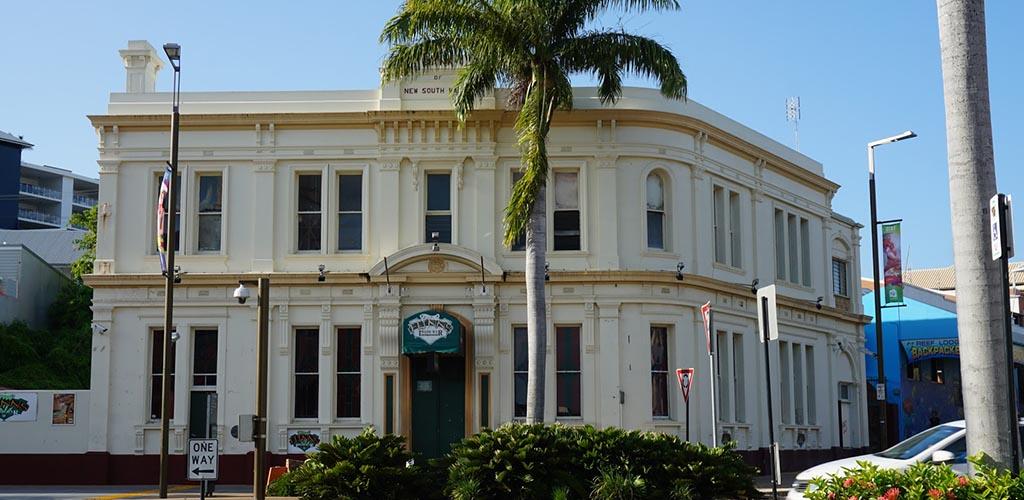 The exterior of Flynns Irish Bar