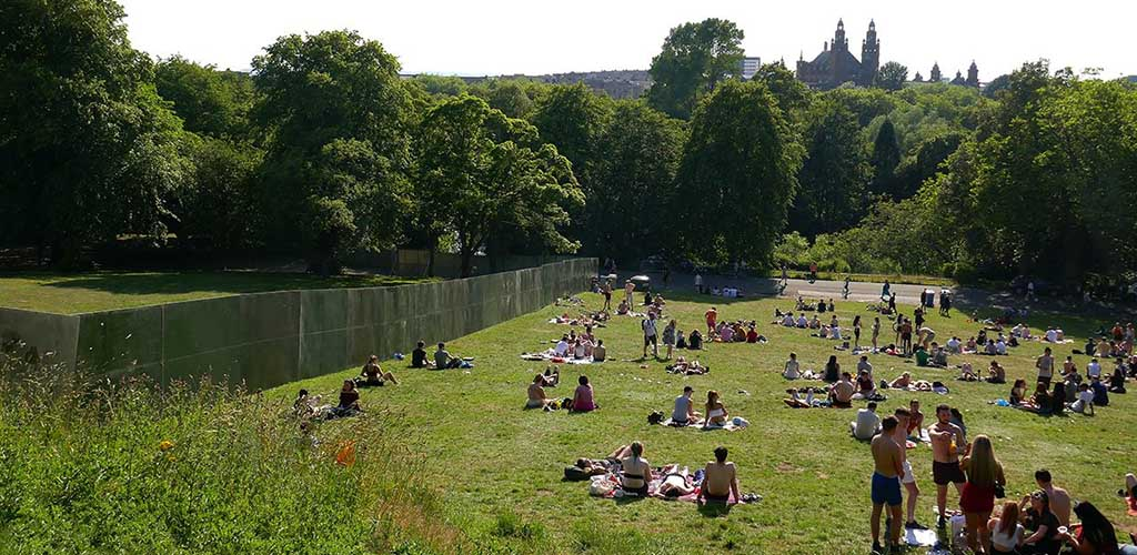 A sunny day at kelvin Grove Park where you can find lots of BBW in Glasgow