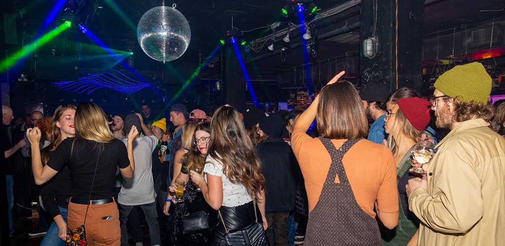 Hot Quebec City girls dancing at Midnight Blue Discotheque